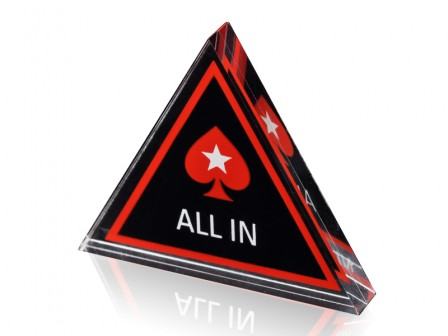 Driehoekig Dealer Button Met Pokerstars Logo